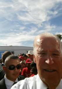 us-vp-joe-biden-trying-to-figure-out-how-to-take-pic-with-gigs-camera-las-vegas-nv-october-13-2016-cropped